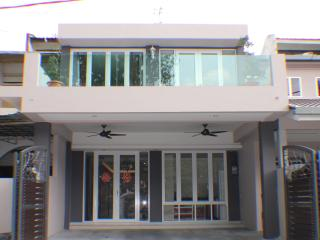 Bercham Vacation House D-5 room - Ipoh vacation rentals