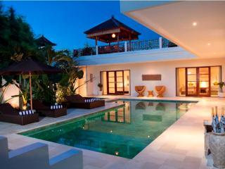 Puri Temple, Luxury 3 Bed, Canggu+Pool Table - Canggu vacation rentals