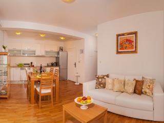 Apartment Maja, Dugi Rat, Split Riviera - Dugi Rat vacation rentals