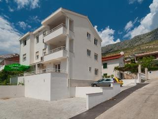 Apartment Maja (5+2), Dugi Rat - Dugi Rat vacation rentals