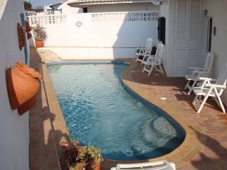 Holiday Villa with Wifi & Pool in the Algarve - Almadena vacation rentals