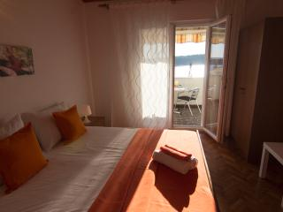 Beautiful apartment, 50 m from sea, Rab/Barbat - Rab vacation rentals