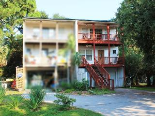 410-B Miller Avenue - Small Dog Friendly - FREE Wi-Fi - Georgia Coast vacation rentals