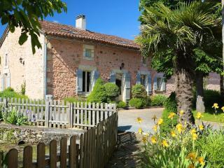 Domaine de Montagenet - Gîte Orchidée**** - Saint-Martial-de-Valette vacation rentals