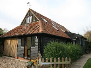 Nice Barn with Central Heating and Patio - Corpusty vacation rentals