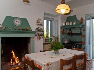 Nice Bed and Breakfast with Internet Access and Balcony - Taranta Peligna vacation rentals