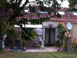 Gite Camelia, Mas des roses, Mauroux - Mauroux vacation rentals