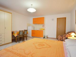 Cozy 1 bedroom Apartment in Rovinj with Internet Access - Rovinj vacation rentals
