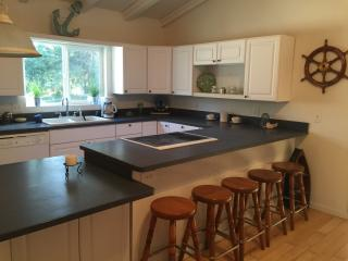 2 bedroom House with Dishwasher in Long Beach - Long Beach vacation rentals
