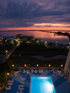 Breezy bayfront condo, heated pool, balcony - Image 1 - Ocean City - rentals
