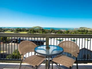 2 bedroom oceanview spa apartment A - Coffs Harbour vacation rentals