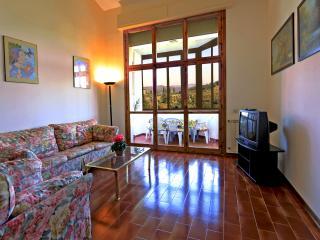 Spacious 4 bedroom Apartment in San Donato in Poggio - San Donato in Poggio vacation rentals