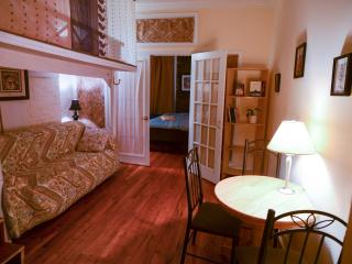 $245/n Cozy 1 BDM Apartment in East Village - New York City vacation rentals