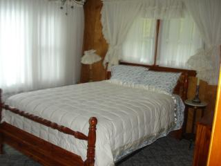 Nice House with Deck and Internet Access - Maggie Valley vacation rentals