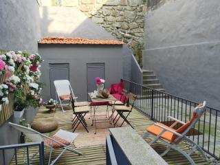 TERRACE DELUXE APARTMENT 2/4 GUESTS - Porto vacation rentals