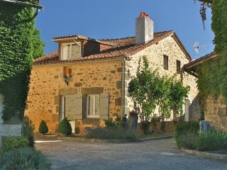 Domaine de Montagenet - Gîte Lavande**** - Saint-Martial-de-Valette vacation rentals