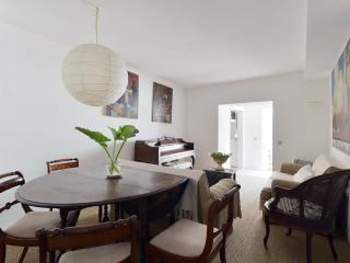 Garden apartment - Villa Lisbon - Estoril vacation rentals