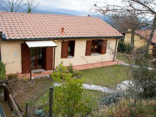 Pretty Tuscan house with shared swimming pool and - Monteverdi Marittimo vacation rentals