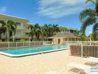 Walk to famous 5th Ave from this charming Central Gardens condo - Naples vacation rentals