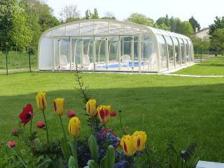 Gîte La Grimodière avec piscine couverte chauffée - Ranville vacation rentals