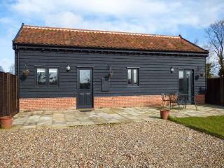 OWL BARN romantic retreat, wet room, farm location in Tivetshall St. Margaret Ref 14242 - Norfolk vacation rentals