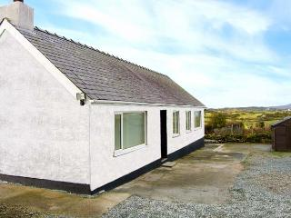 CERRIG-YR-EIRIN, detached bungalow with WiFi, lawned meadow garden, rural - Llanfechell vacation rentals