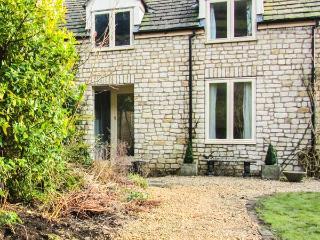 MILL COTTAGE, ground floor studio accommodation, pet-friendly, lawned garden, in Wotton-under-Edge, Ref 919133 - Cotswolds vacation rentals