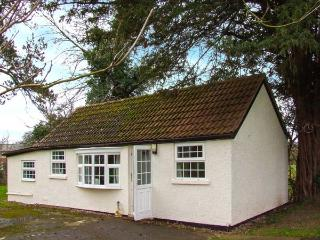 THE COTTAGE, pet friendly, country holiday cottage, with a garden in Kinnersley, Ref 919786 - Kinnersley vacation rentals