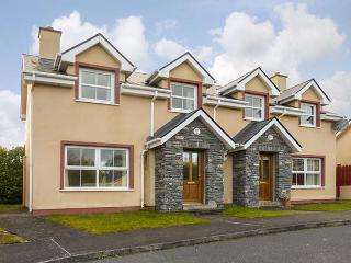 16 SHEEN VIEW, pet-friendly cottage with open fire, garden, close Kenmare Ref 920400 - Kenmare vacation rentals