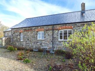 MILL HOUSE COTTAGE, semi-detached, all ground floor, woodburner, WiFi, parking, in Solva, Ref 921421 - Solva vacation rentals