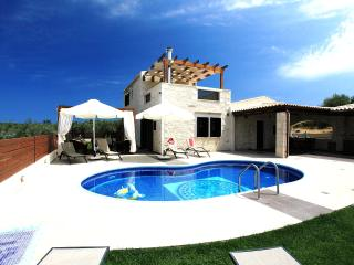 Holiday Villa, pool/garden, 5 min from the beach ! - Panormo vacation rentals