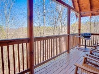 Summer from $199!!! 3-Level, 4 Bedroom Luxury Cabin. Sleeps 13. - Pigeon Forge vacation rentals