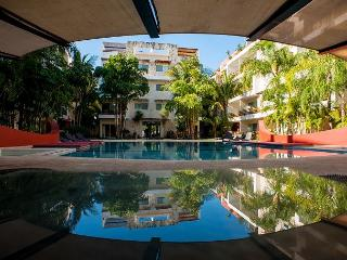 COSY APARTMENT - VERY COMFORTABLE FULLY EQUIPPED & ALL SERVICES- 1 BLOCK 5TH - Playa del Carmen vacation rentals
