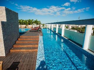 2Bed+ Jacuzzi +Spectacular Rooftop + 2 pools + close 5th.Av. Mamitas Beach - Playa del Carmen vacation rentals
