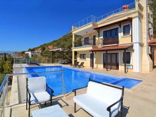 Holiday villa in Kordere / Kalkan , sleeps 12: 003 - Kalkan vacation rentals