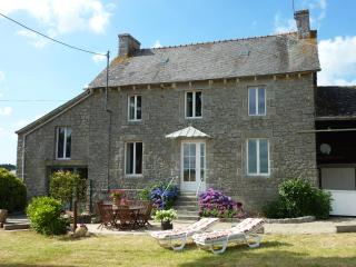 A truly delightful stone farmhouse in Brittany - Broons vacation rentals