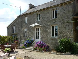 Farmhouse, Gite near to Dinan, Beaches and Golf - Broons vacation rentals