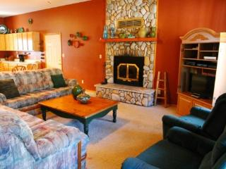 Cottonwood #2 Duplex - WiFi, Satellite TV, King Bed, Washer/Dryer, Garage, Pets Considered - Red River vacation rentals