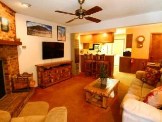 Grandview Townhouse #10 - In Town, King Bed, Washer/Dryer - Red River vacation rentals