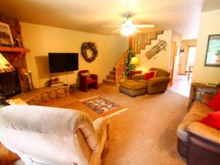 Papa DJ`s Place - In Town, On the River, Near Fishing Ponds, Huge Deck, Washer/Dryer - Red River vacation rentals