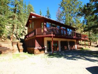 Sunny Bear - Private Hillside Home, Gorgeous Views, Wrap-around Deck, Firepit, King Bed, Satellite TV, Washer/Dryer - Red River vacation rentals