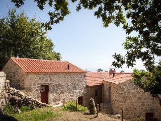 Traços D'Outrora - Matilde / Custodio's House - Vale de Cambra vacation rentals