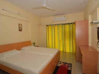 Bright 3 bedroom Mumbai (Bombay) Bed and Breakfast with Internet Access - Mumbai (Bombay) vacation rentals
