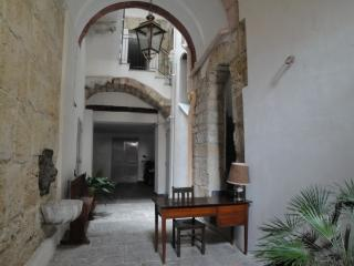 Casa Parlamento - Palermo, Old Town - Palermo vacation rentals