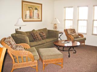 Lake Desoto retreat, pool, nearby golf and tennis - Hot Springs Village vacation rentals