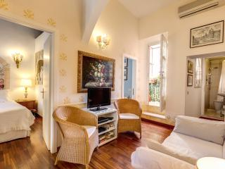 CENTRAL COLISEUM COZY  CLEANFAMILY  APT WIFI/ CELL - Rome vacation rentals