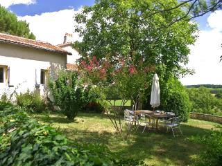 Domaine de Montagenet - Gîte Acacia**** - Saint-Martial-de-Valette vacation rentals