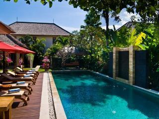 Elegant 5 bedroom villa in Oberoi - Seminyak vacation rentals