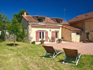 Domaine de Montagenet - Gîte Cerisier**** - Saint-Martial-de-Valette vacation rentals