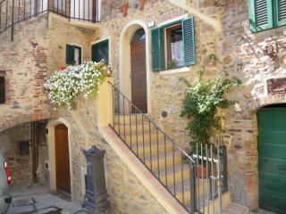 Romantic 1 bedroom Townhouse in Monticiano - Monticiano vacation rentals